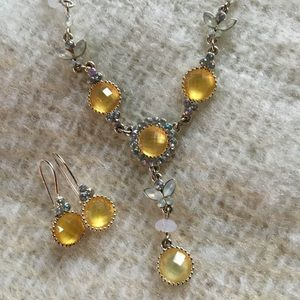 NIB Avon Vintage Shimmering Yellow Y Gift Set